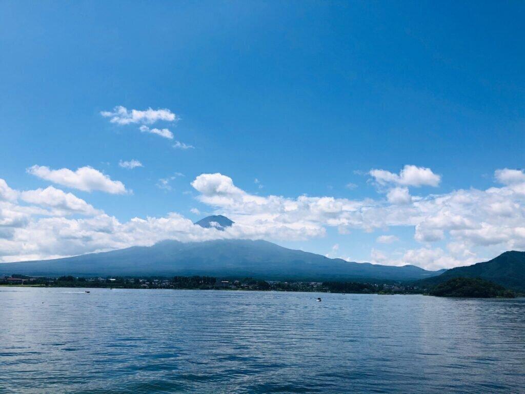 夏の河口湖から望む富士