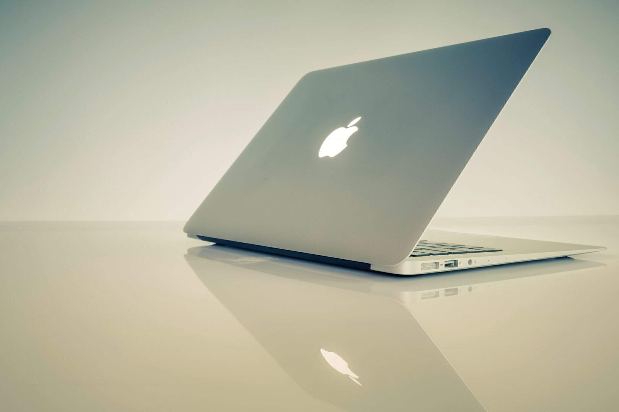 apple-laptop-macbook-computer